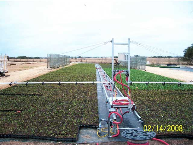 Adjustable spray bar heights for various crops